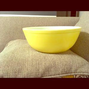 Vintage large yellow Pyrex bowl 404